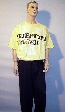 Camiseta amarillo 10335 y pantalon azul marino 04943